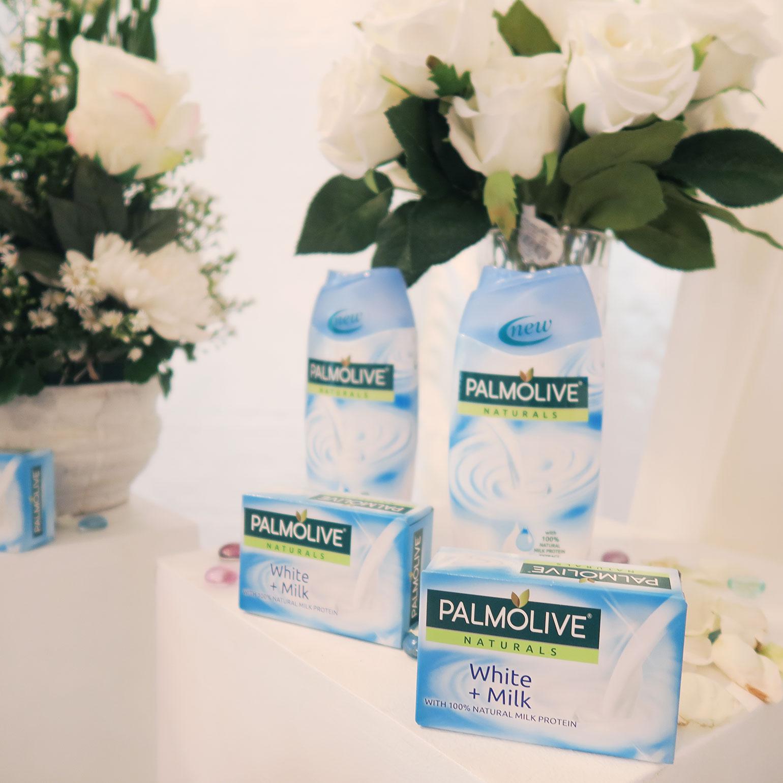 1 Palmolive Naturals White plus Milk