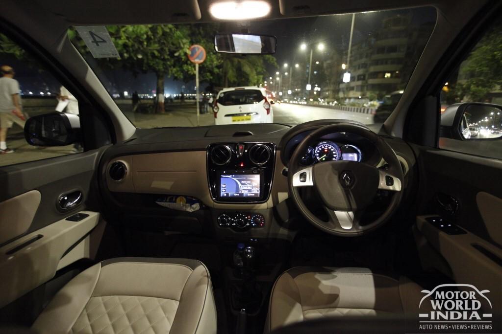 2017-Renault-Lodgy-Stepway-Dashboard (4)
