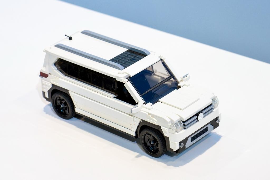 Lego-Volkswagen-Minibus-Atlas-2017-Chicago-Auto-Show (3)