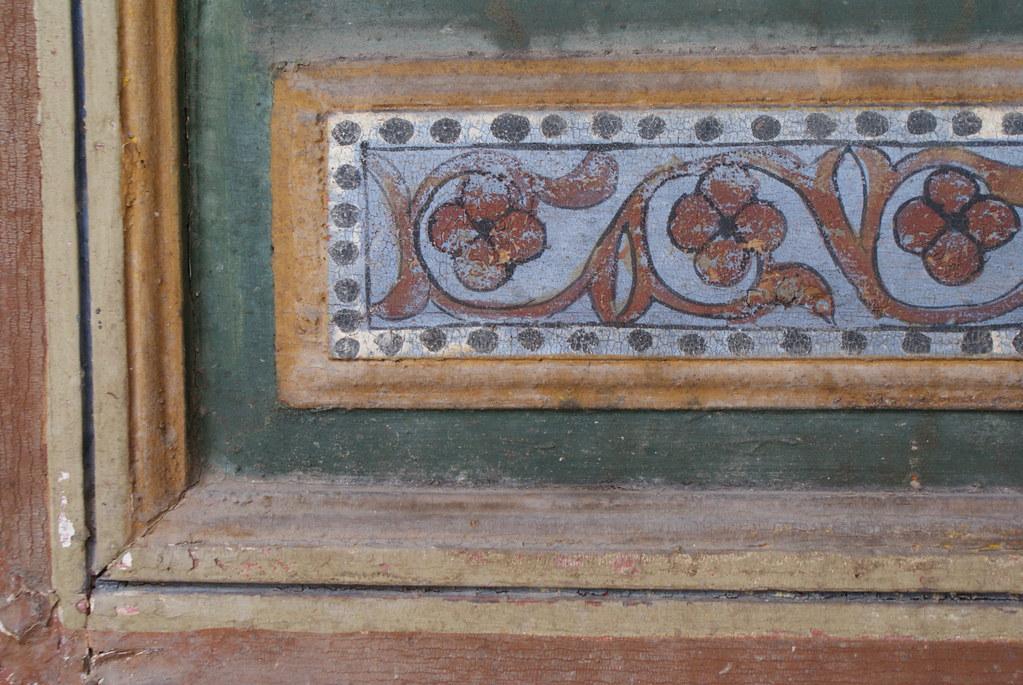Autre motif floral visible dans le Palais : Plus simple et naif.