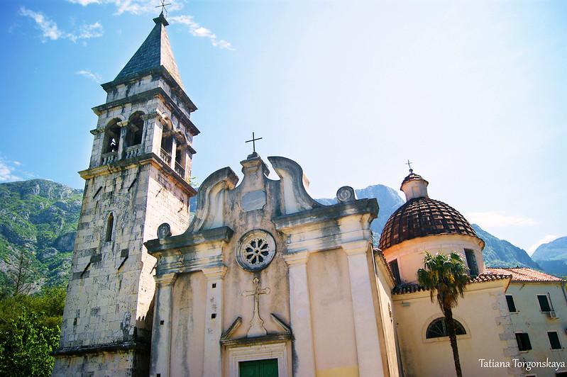 Фасад церкви  Св. Матфея