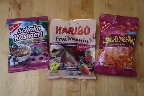 Schoko-Rosinen, HARIBO fruitmania BERRY und Cashew-Erdnus-Mix (Variante Honig & Salz)