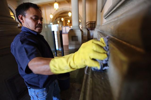 Continúan trabajos de conservación en el Palacio Nacional de la Cultura
