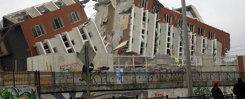 2010_Chile_earthquake_-_Building_destroyed_in_Concepcin_1024