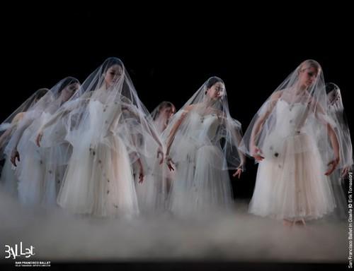 Beware Wilis: San Francisco Ballet in Tomasson's Giselle (© Erik Tomasson)