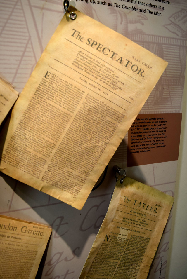 Paper Display at The Geffrye Museum of the Home | www.rachelphipps.com @rachelphipps