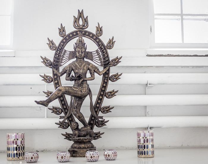 namaste intialainen pronssipatsas urbn madala yoga jooga_