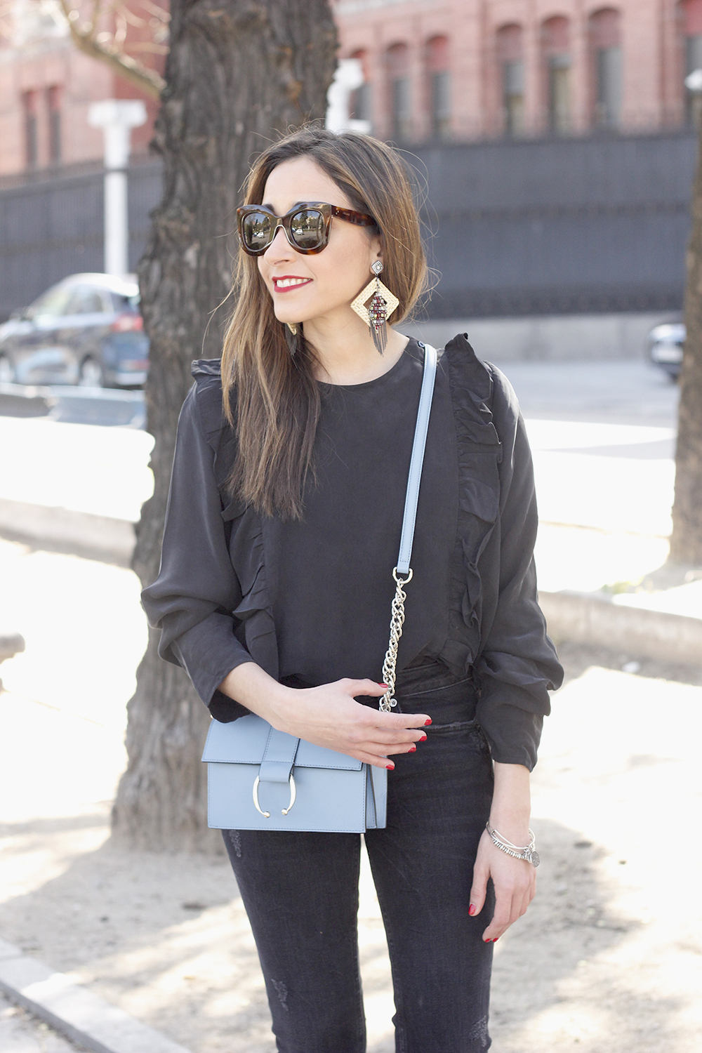Black ruffled shirt black jeans uterqüe bag earrings sandals outfit style fashion céline sunnies spring03