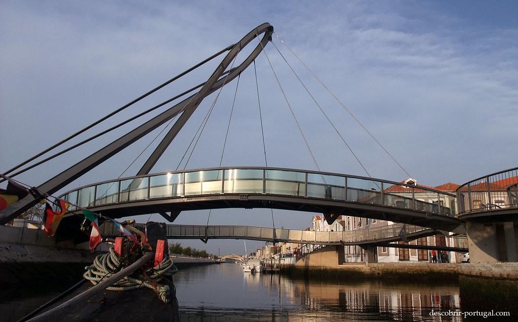 Pont pietonnier sur le canal