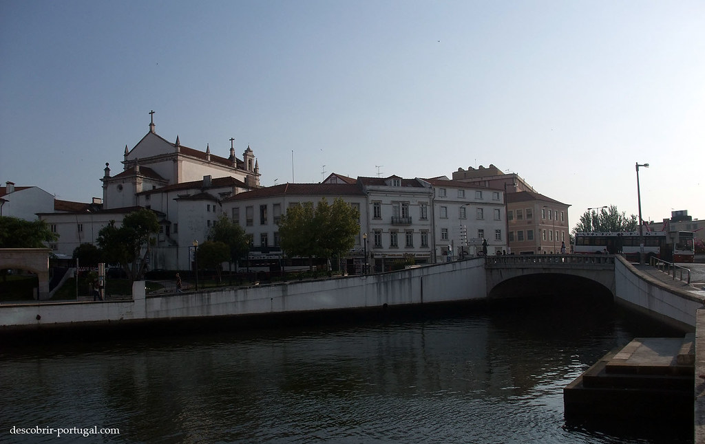 Centre ville, vu d'un canal