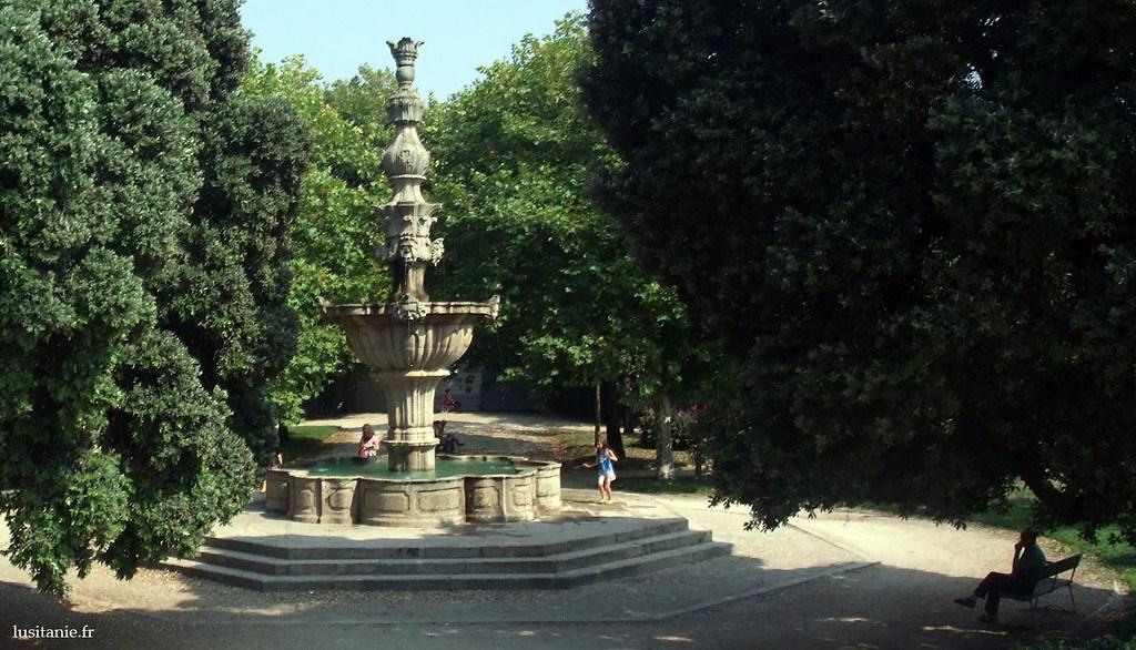 Fontaine du jardin du Passeio Alegre