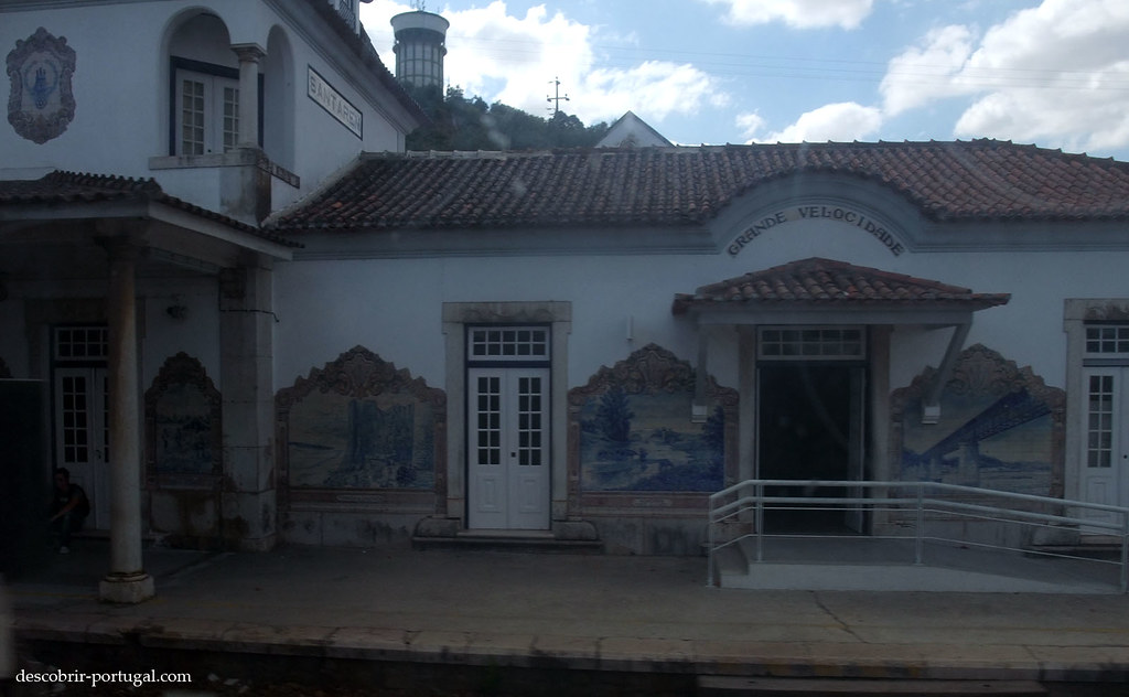 La gare est richement décorée d'azulejos