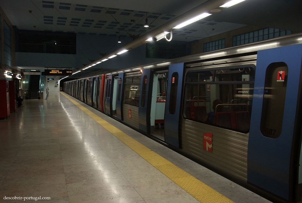 Le train arrive sur les quais