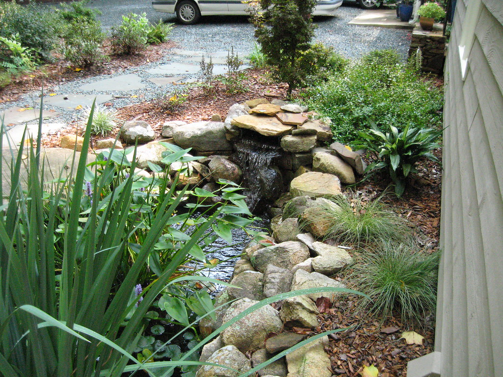 Water feature front yard water recirculating pond for Recirculating water feature