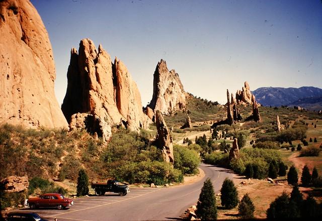 Garden of the gods vintage roadway at hidden inn ca 19 flickr for Quality inn garden of the gods