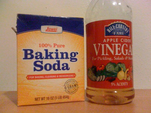 Beginning a no-shampoo experiment. Baking soda instead of shampoo, apple cider vinegar for conditioner. | by jessica mullen