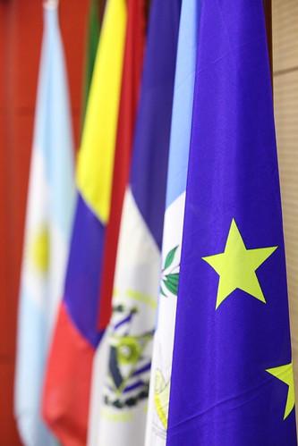 Drapeau de l 39 union europ enne et des pays d 39 am rique latin flickr - Drapeau de l amerique ...