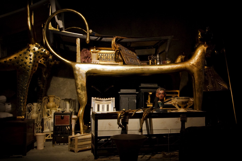 explain what tutankhamun's tomb and its Tutankhamun was an egyptian pharaoh who lived between roughly 1343 bc and 1323 bc often called the boy-king, he ascended the throne at around the age of 10.