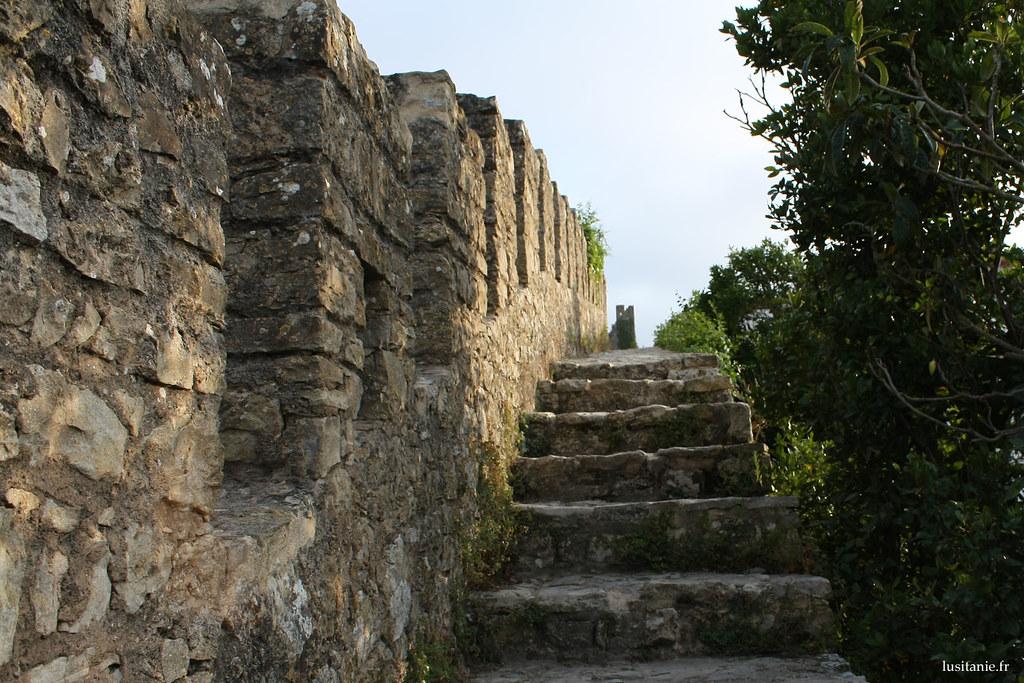 Les murs d'enceinte font tout le tour de l'ancienne ville