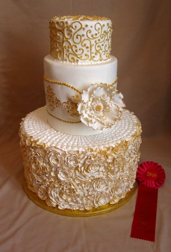 Gold and White Wedding Cake | Won 2nd place in Tierd Cakes f… | Flickr