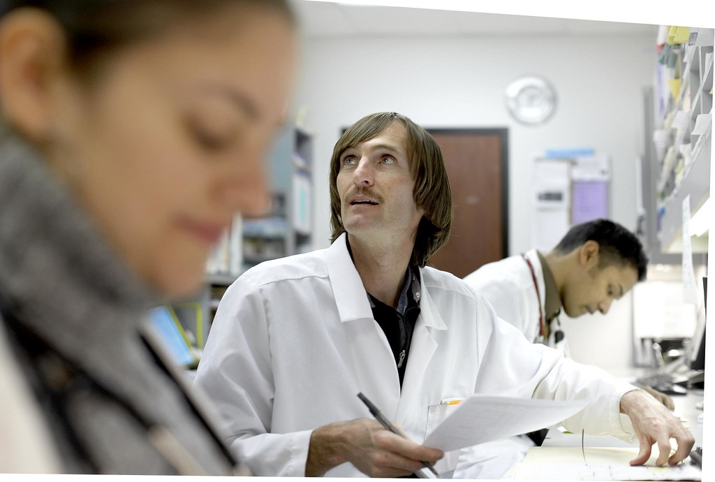 Difference Between Pharmacy Technician and Pharmacist