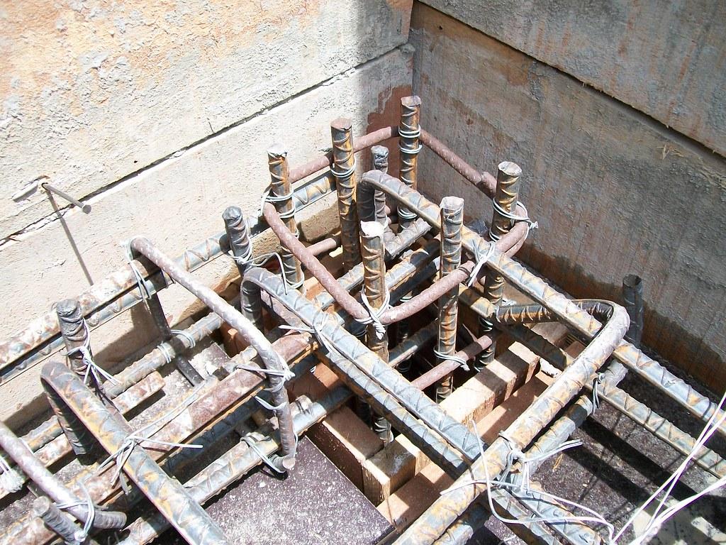Refuerzo de acero para columna de escalera de concreto for Formas de escaleras de concreto