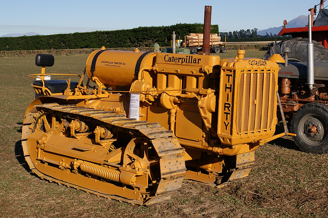 Old Antique Caterpillar Tractors : Caterpillar orchard version crawler seen at the