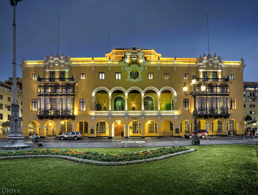 Edificio de la municipalidad de lima per la plaza de for Municipalidad de avellaneda cursos