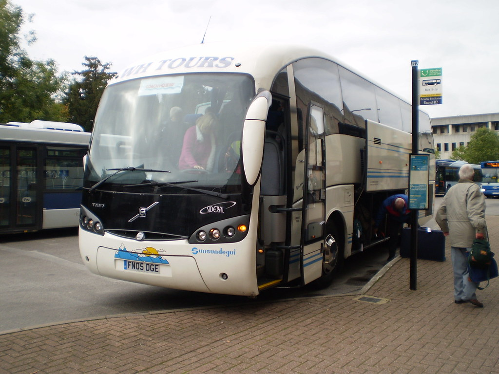 Fn05 Dge W H Tours Volvo Seen Unloading In Crawley Bus