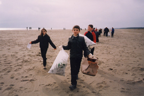 Clearing trash from the beach | by World Bank Photo Collection