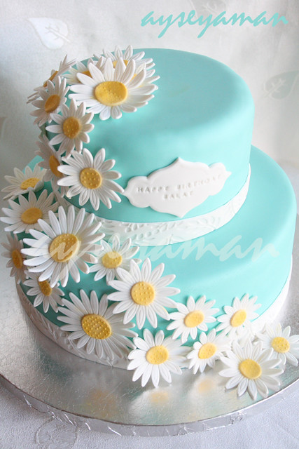 how to make daisies on a cake