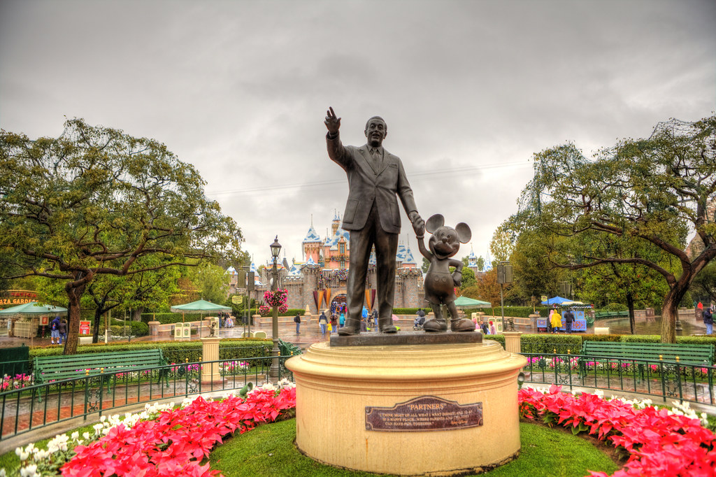 Anaheim Garden Walk Store Directory: Walt And Mickey Statue, Disneyland Park, Anaheim, Los Ange