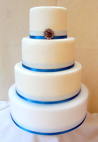 plain wedding cake tiers 4 tier wedding cake plain white fondant covered wedding 18647