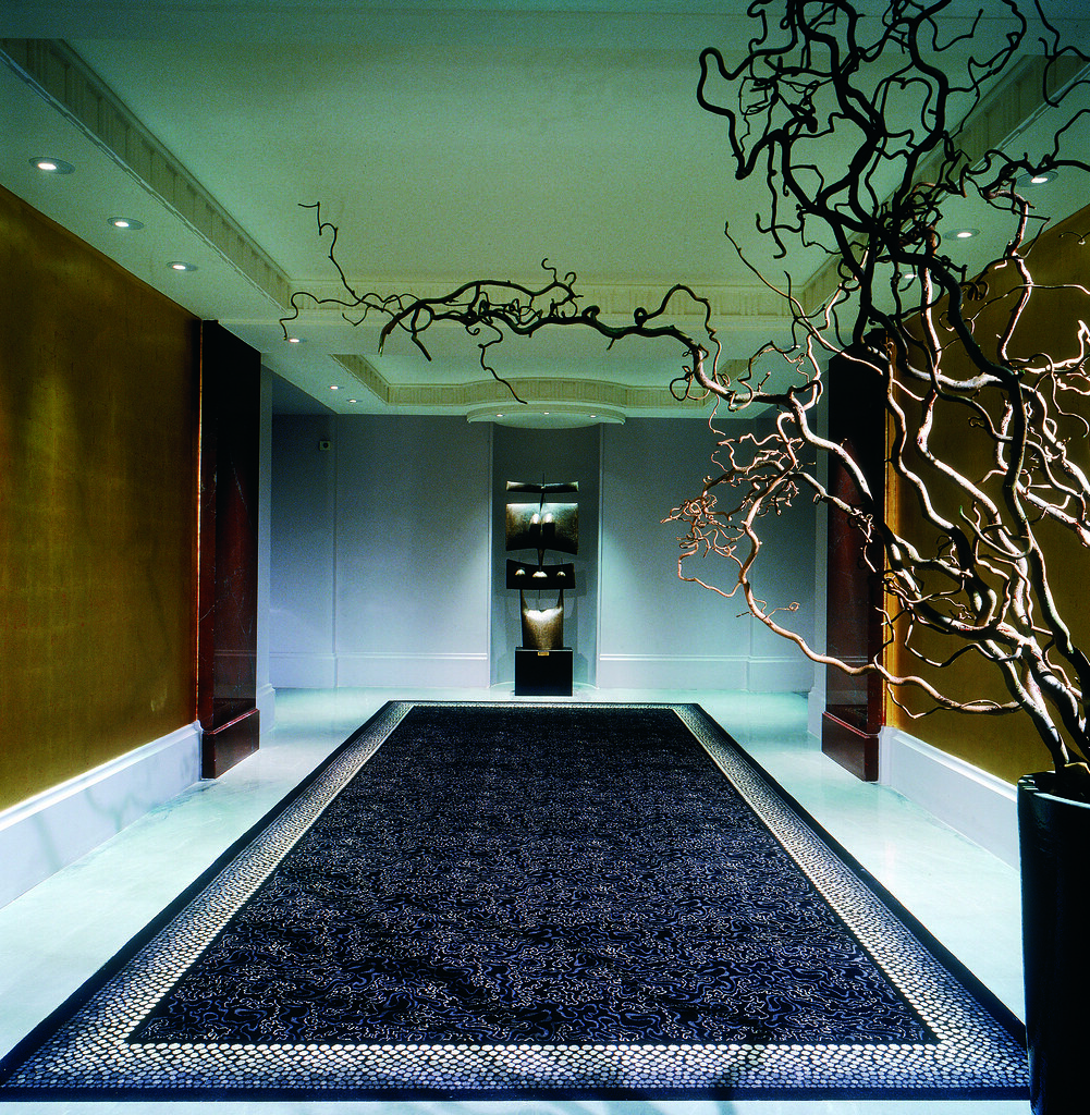 Spacious and art deco interior design of corridor at the h for Art hotel design
