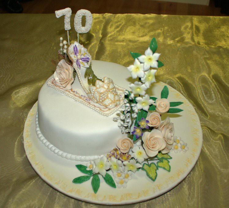 Va Be Cake Design Torino Orari : 70th Birthday Cake I made this chiffon cake filled with ...