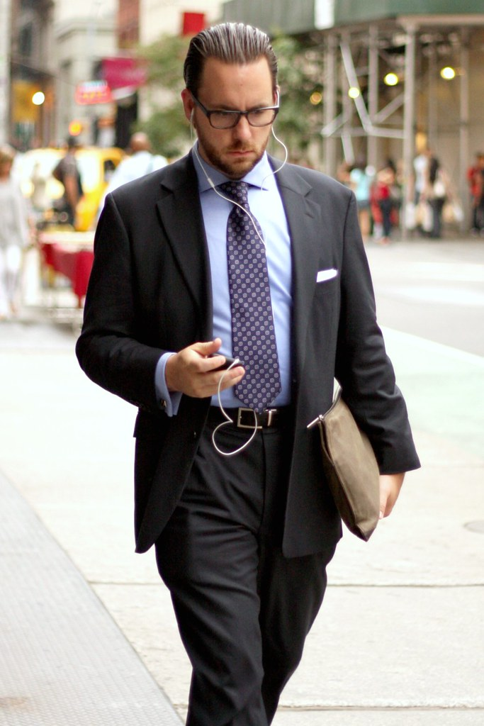 Yuppie 2009 - Broadway | They've all got iPods. | Flickr