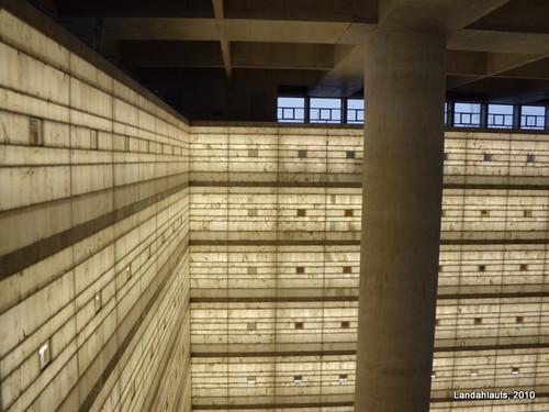 Inside the cube delegaci n central del banco mare - Caja de arquitectos granada ...
