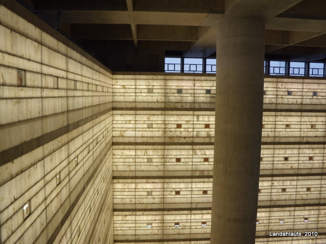 Inside The Cube Delegaci 243 N Central Del Banco Mare
