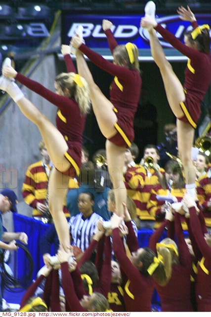 Minnesota Golden Gophers Cheerleaders 2010 03 04 1705 Minn