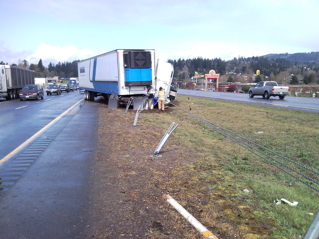 Cable median barrier saves semi on i near kelso
