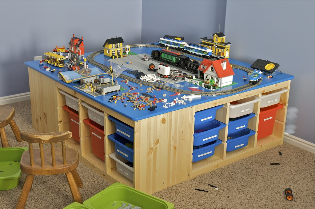 Christmas LEGO Table | This is the table I built for my kids… | Flickr