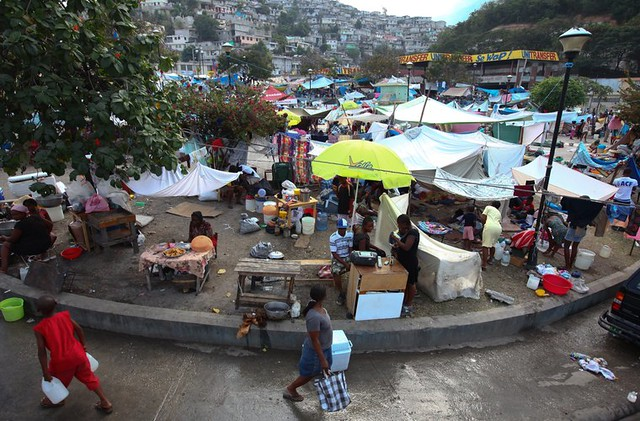 Haiti earthquake photo selection canap vert residents for Medlab canape vert haiti