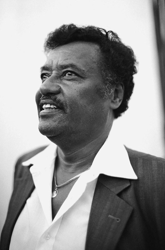 Alemayehu Eshete Bechayane Tegodahu Teredechewalehu
