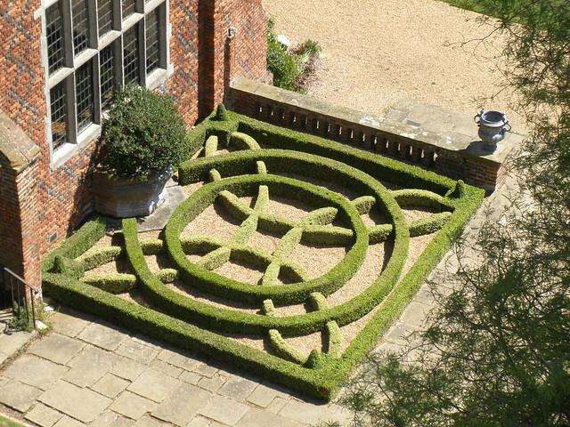 Tudor knot garden flickr photo sharing for Tudor knot garden designs