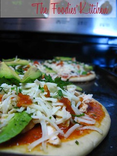 Chicken and Avocado Pizza | by The Foodies' Kitchen