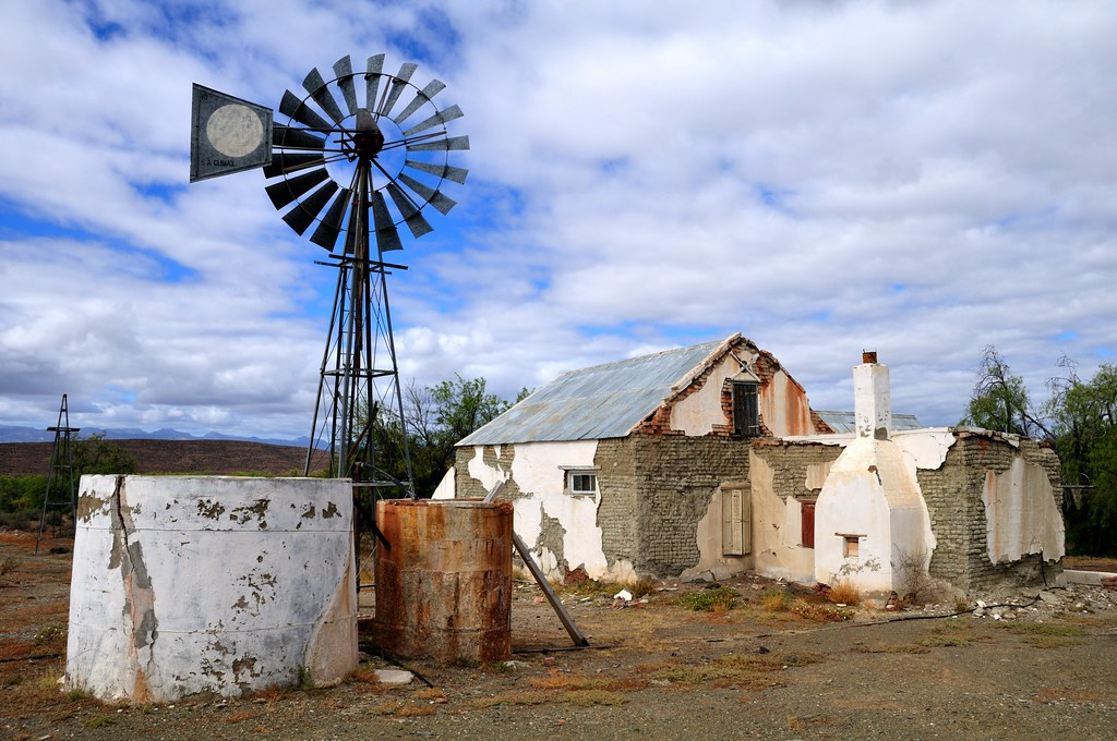 Dilapidated farmhouse prince albert road this abandoned for Farm style houses south africa