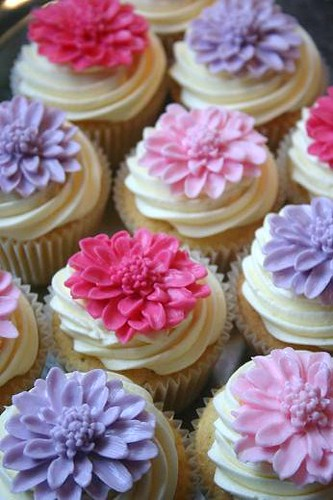 Simple Flower Cake Decoration