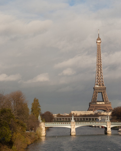 how to get from eurostar to eiffel tower