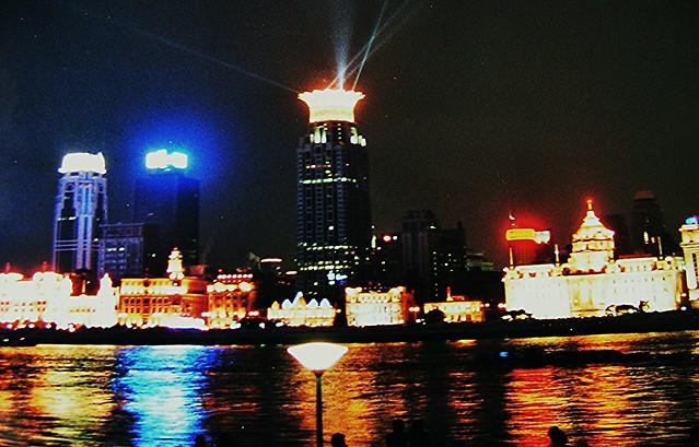 China - Shanghai , Nachts am Bund , um 23 Uhr gehen die Lichter aus