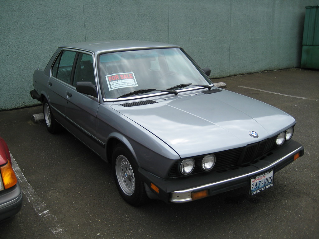 bmw for sale this closed gas station seems to attract a fe flickr. Black Bedroom Furniture Sets. Home Design Ideas